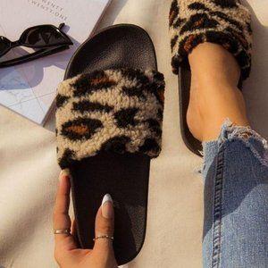 RESTOCKED !! Comfy Leopard Faux Sherpa Slides